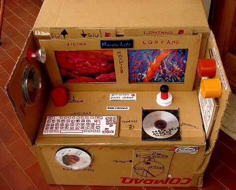 Giocattoli di cartone un batiscafo per giocare all for Costo per attaccare costruire una casa